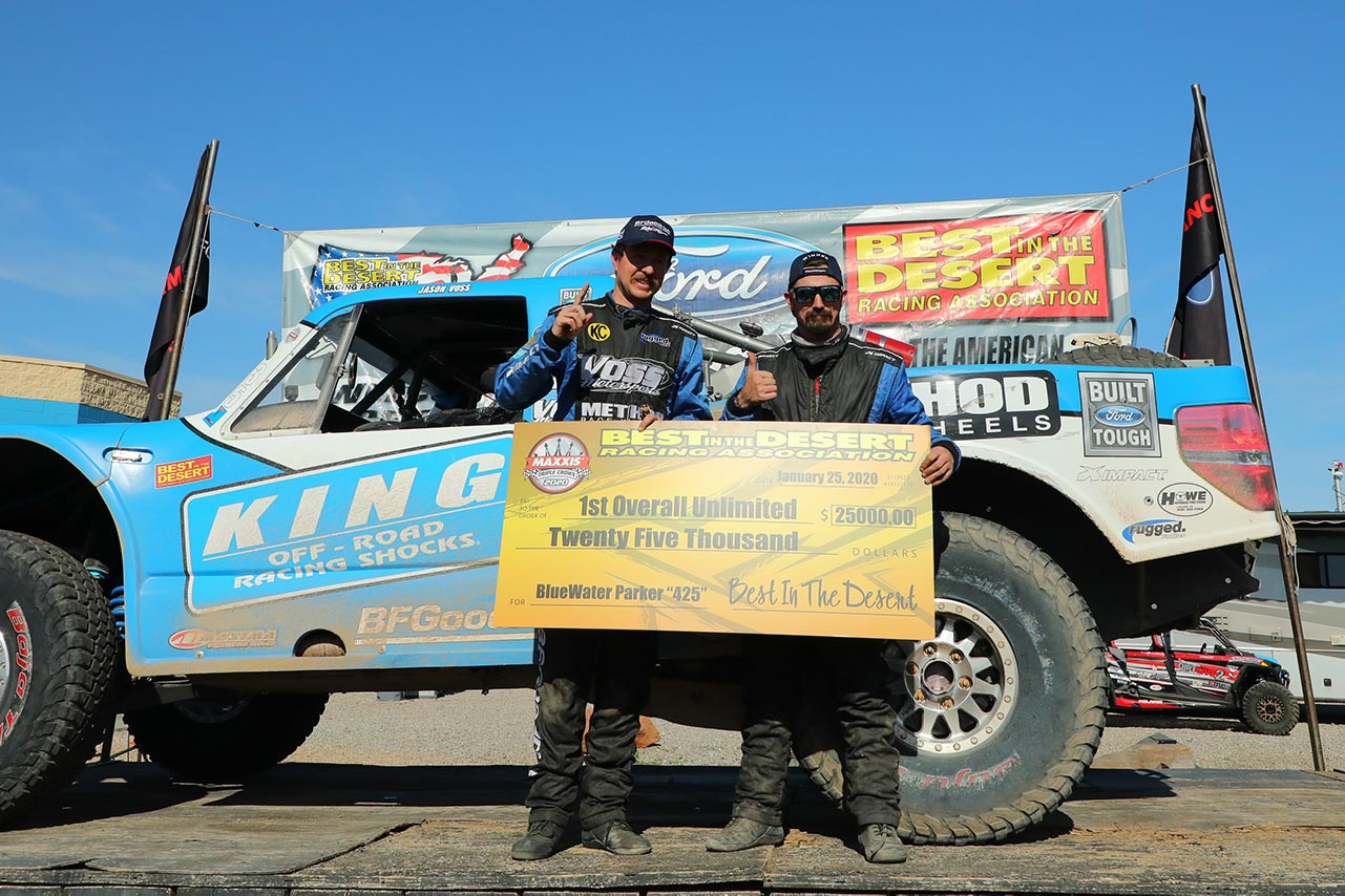 Parker 425 unlimited class winners holding check